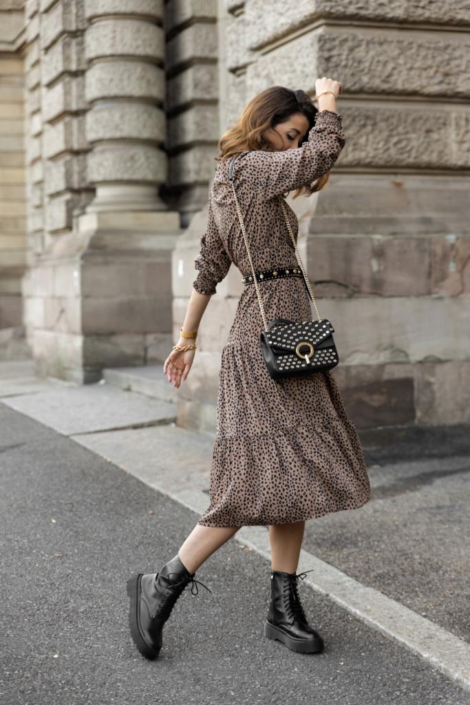 Looks d'automne robe léopard et rangers en cuir noires