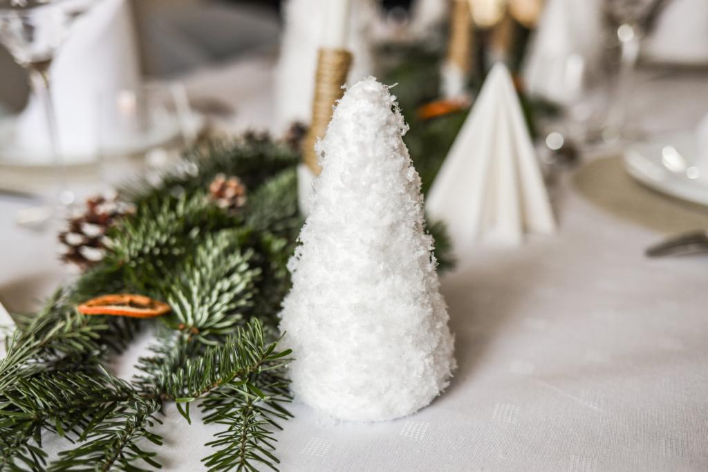 Tuto DIY décoration de Noël table de fête sapin enneigé