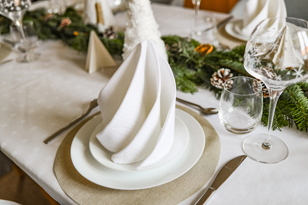 Tuto DIY décoration de Noël table de fête pliage serviette origami facile